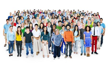 multitud gente: Grupo multiétnico de personas sonrientes