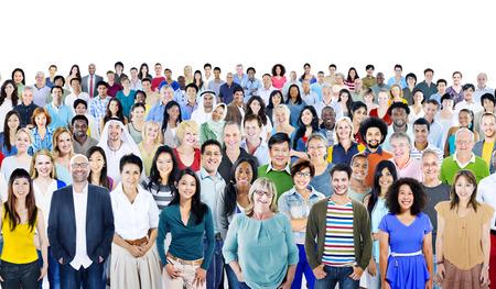 grupo de personas: Grupo grande de diversas multiétnicos Gente Alegre Foto de archivo