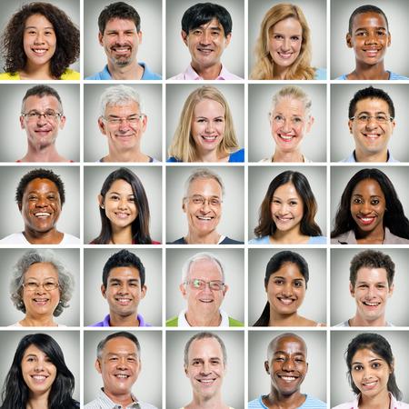 gesicht: 5x5-Raster von Nahaufnahmen von l�chelnden Menschen Lizenzfreie Bilder