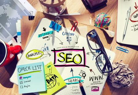 network marketing: Escritorio con Notas sobre SEO