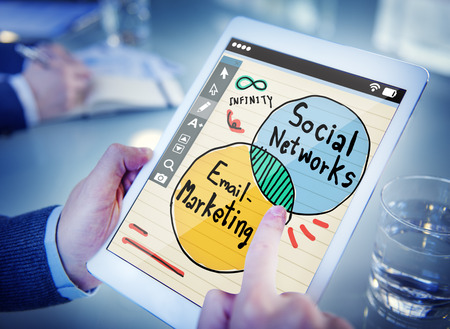 correo electronico: Negocios y concepto de red social