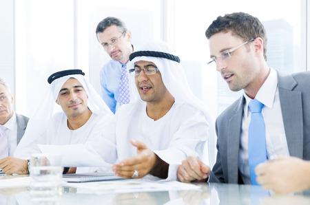 Groep van mensen uit het bedrijfsleven bijeen