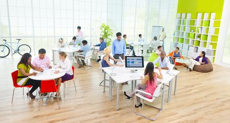 オフィスでのビジネス人々 のグループ