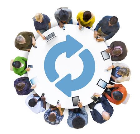 circulo de personas: Grupo multi�tnico de Peolple Redes sociales