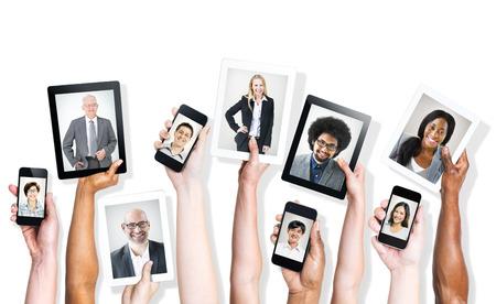 비즈니스 사람들의 이미지와 디지털 장치를 들고 손