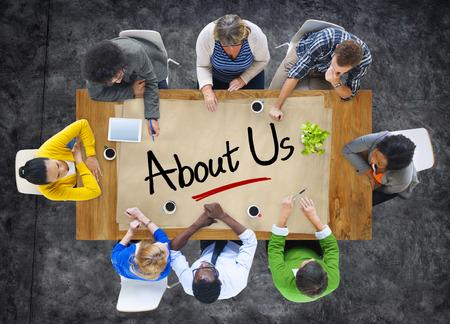 contact info: Multietnica Gruppo di persone discutere Chi siamo