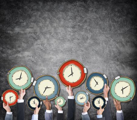 Groep van Hands Holding Clock