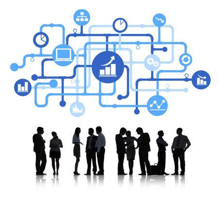 red informatica: Siluetas de hombres de negocios de trabajo y conceptos de Datos