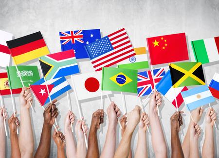Groep van handen die nationale vlaggen. Stockfoto