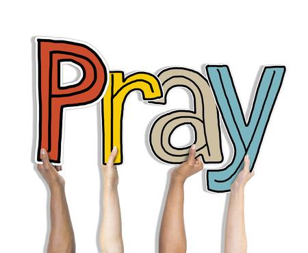 personas orando: Oren Conceptos palabra aislada en el fondo