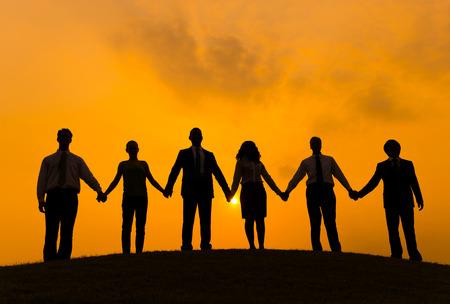 手を握ってビジネス人々 のグループ