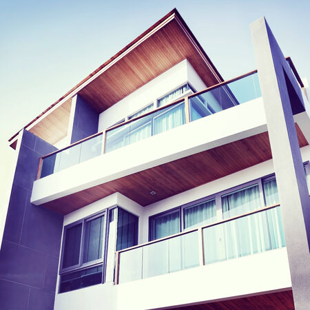 comtemporary: Contemporary Residential Building Exterior in the Daylight