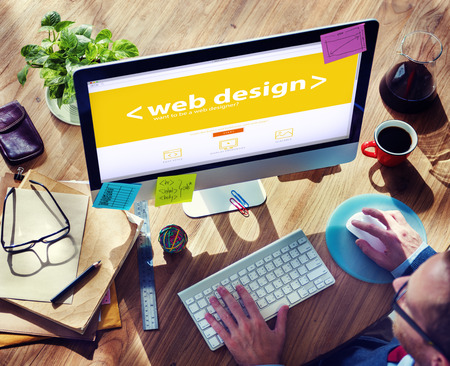 新しいプロジェクトに取り組んでいる web デザイナー
