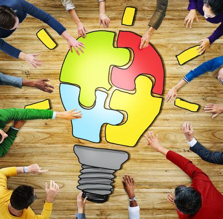 팀웍과 혁신 개념을 가진 다양한 사람들 스톡 콘텐츠