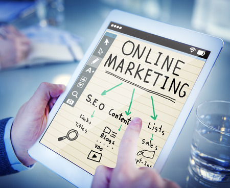 Digitale Geräte Online-Marketing-Konzept Standard-Bild