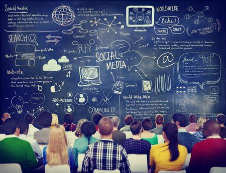 소셜 미디어 세미나에있는 사람들의 그룹 스톡 콘텐츠