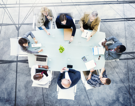 personas trabajando oficina: Lluvia de ideas Asociaci�n de Planificaci�n Estrategia de estaci�n de trabajo de negocios Adminstratation Concept
