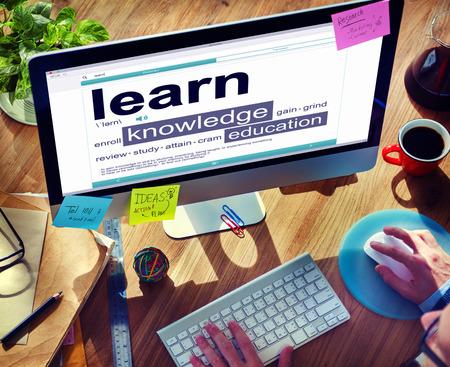Diccionario digital Aprenda Concepto de educación Conocimiento Foto de archivo - 34405644
