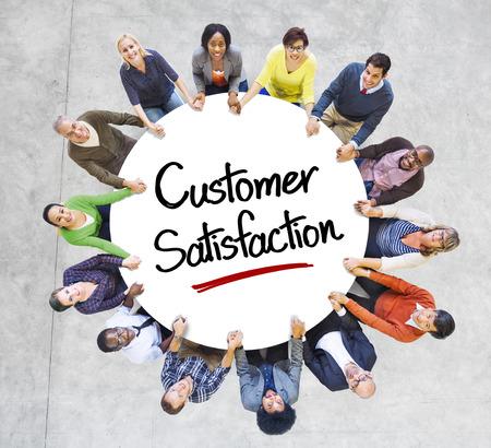 多様な人々 が顧客満足概念の円で