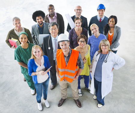 ouvrier: Groupe de personnes diverses multiethniques avec diff�rents emplois