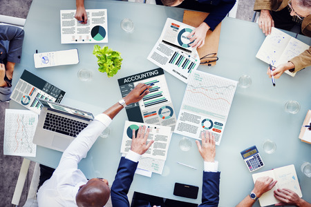 会計ビジネス人々 が分析概念を報告します。 写真素材