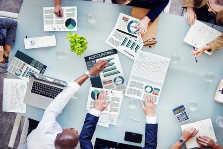 contabilidad: Gente de negocios Accounting Report Concepto del an�lisis