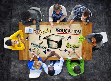onderwijs: Groep mensen met Onderwijs Concept