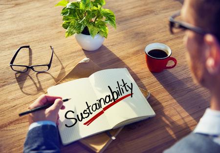 持続可能性の概念について男ブレーンストーミング 写真素材