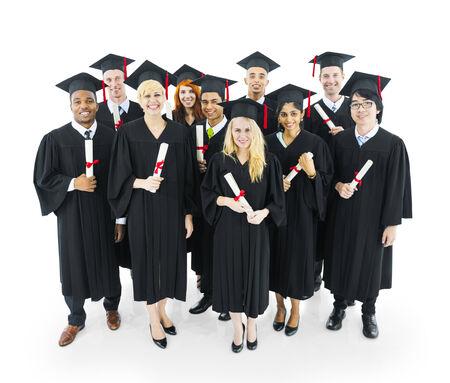 licenciado: Graduados estudiantes en posesi�n de su diploma con gran smilling.