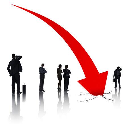 crisis economica: Grupo de hombres de negocios sobre la crisis econ�mica