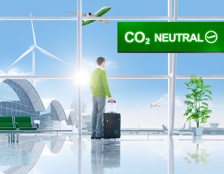 co2 neutral: Business People in the Airport