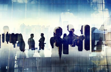 Affärsmän som arbetar och Urban scen