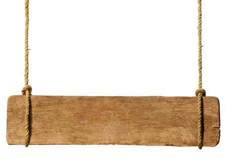 pizarra: Muestra de madera colgando de cuerdas. Foto de archivo