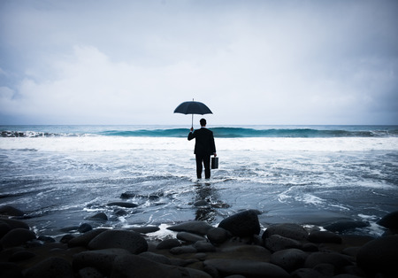 Lonely Businessman Alone in the Beach Фото со стока - 34401686