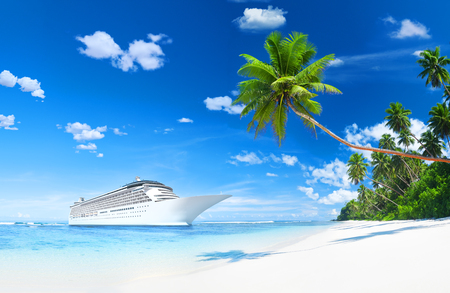 Lurxurious Cruise Ship By The Beach With Palm Coconut Trees. Фото со стока