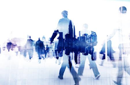 ビジネス: 都市景観の上を歩くビジネスマン 写真素材