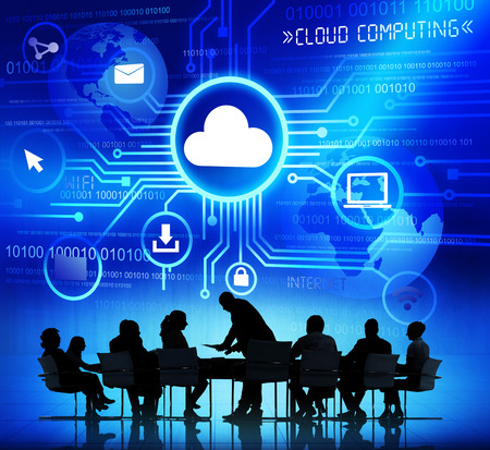 비즈니스 사람들의 그룹은 클라우드 컴퓨팅에 대해 논의 스톡 콘텐츠