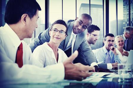 persone che parlano: Uomini d'affari Corporate Communication Meeting Concetto Archivio Fotografico