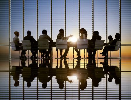 person sitting: Concepto Encuentro Empresarial Sun Estrategia Profesional