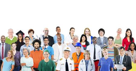 puesto de trabajo: Grupo de personas diversas multiétnicos con diversos trabajos