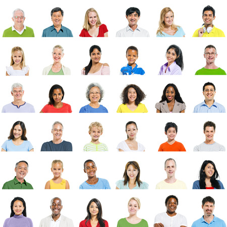 volto uomo: Grande gruppo di persone diverse