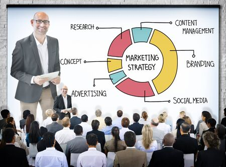 marketing strategy: Gesch�ftsleute in einer Marketing-Strategie-Seminar