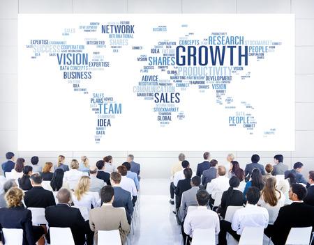 personas comunicandose: Hombres de negocios diversos comunicarse entre s�