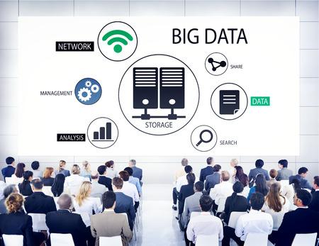 빅 데이터에 대한 세미나에서 다양한 비즈니스 사람 스톡 콘텐츠