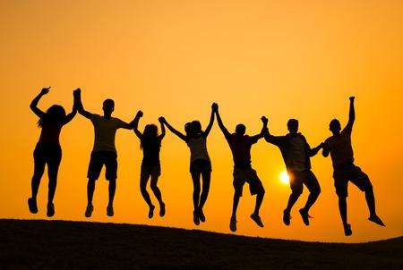 personas saltando: Éxito