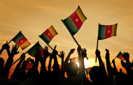 Silhouettes of People Holding Flag of Cameroon Imagens