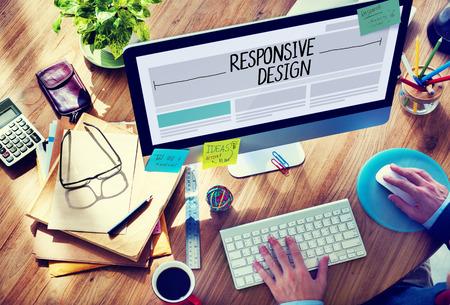 oficina desordenada: Hombre que trabaja en un Responsive Web Design