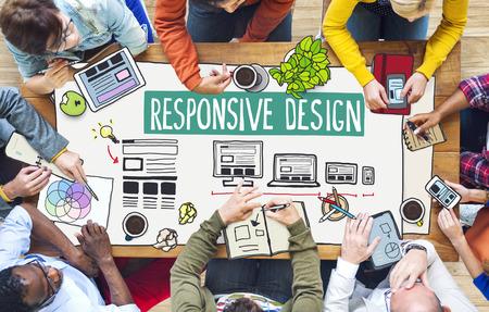 Diverse mensen die werken en Responsive Design Concept