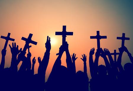손에 들고 십자가 기독교 종교 신앙 개념