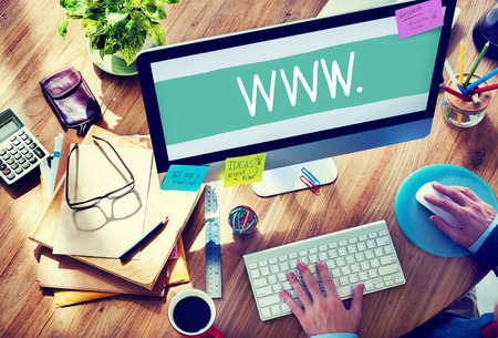 Man Working on a Responsive Web Design Stockfoto